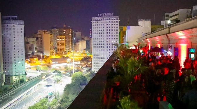 Ambiesxnte-AIR-Rooftop_Crédito-Ali-Karakas-3-1349x683